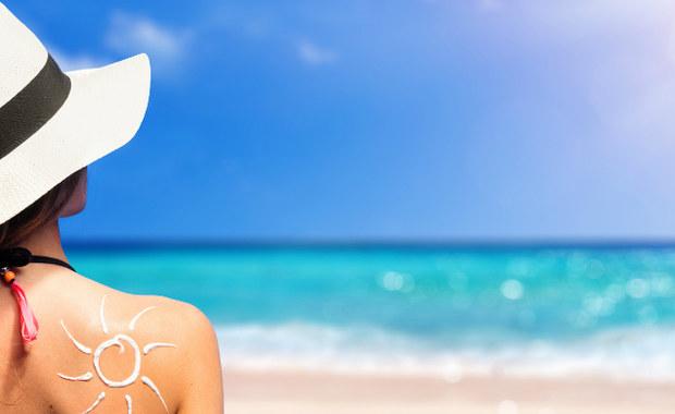 W ostatnich latach nastąpiło obniżenie wieku, w którym pacjenci zaczynają zapadać na czerniaka złośliwego. Jest to pokłosie panującego przez lata przekonania, że tylko opalone ciało jest atrakcyjne, i że wszelkim kosztem należy tę opaleniznę zdobyć. Dermatolodzy przestrzegają przed konsekwencjami jakie ponosimy, przesadzając ze słonecznymi kąpielami.