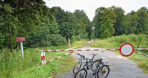 Straż Graniczna ukarała mandatami po 500 zł małżeństwo z Holandii, które nielegalnie przekroczyło w okolicach Lubaczowa tzw. zieloną granicę. Jak tłumaczyli, chcieli na Ukrainie zrobić sobie zdjęcia do rodzinnego albumu.