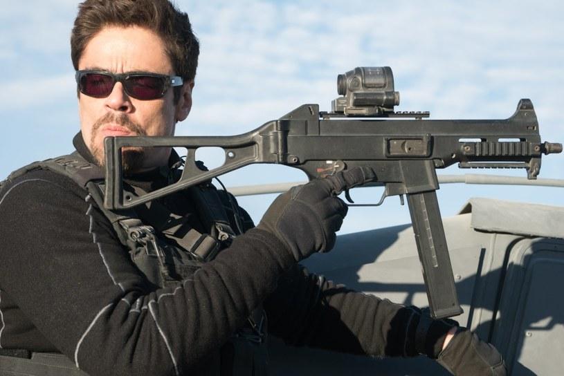 """""""Scenariusz kontynuacji jest znacznie bardziej ambitny i całkowicie nieprzewidywalny"""" - mówi Benicio del Toro o filmie """"Sicario 2"""": Soldado"""". Część drugą przeboju kinowego z 2015 roku można oglądać na ekranach polskich kin od 20 lipca."""