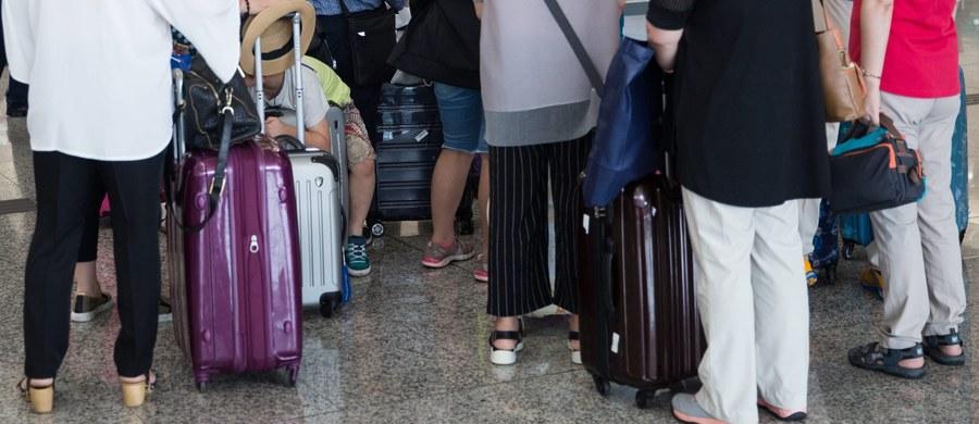 Kolejna grupa polskich turystów koczuje na lotnisku za granicą. Tym razem rodacy nie mogą wrócić z wakacji w Turcji. W Bodrum na powrót do kraju czeka blisko 200 osób - to klienci biur ITAKA i TUI.