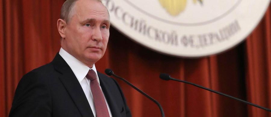 Prezydent Rosji Władimir Putin oświadczył w piątek, że nie ma jeszcze ostatecznej decyzji w sprawie proponowanego podniesienia wieku emerytalnego. Zapewnił, że nie podoba mu się żaden z wariantów zmian w systemie emerytalnym zaproponowanych przez rząd.