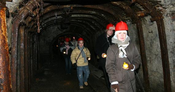 Po osiemnastu latach od zamknięcia kopalni w pobliżu Nowej Rudy na Dolnym Śląsku może być wznowione wydobycie węgla. Wniosek o wydanie koncesji w Ministerstwie Rozwoju złożyła australijska spółka, zainteresowana eksploatacją złóż węgla koksującego. Budowa zupełnie nowej kopalni może ruszyć w przyszłym roku. Pracę znalazło by prawdopodobnie około tysiąca osób.