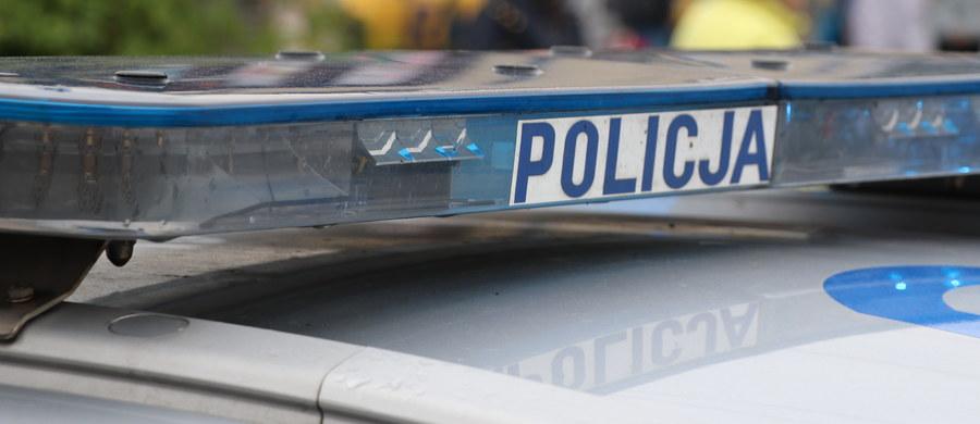 Nie żyją dwie osoby porażone prądem w Grodkowie w Opolskiem. 40-latek i jego 15-letni syn zostali znalezieni w pobliżu pracującej betoniarki. Akcja ratunkowa, która trwała kilkadziesiąt minut, nie przyniosła rezultatu.