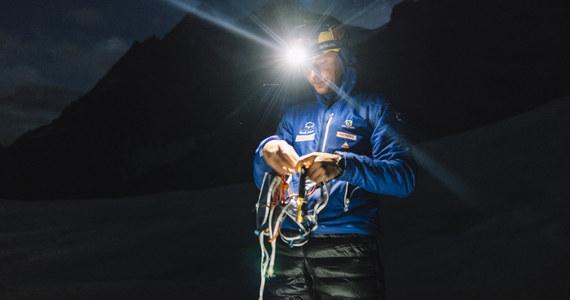 """""""To jest góra o wielkim wyzwaniu, tym bardziej dla narciarzy. Co trzeci przeciętny śmiertelnik wchodzący na wierzchołek statystycznie z tej góry nie schodzi. A tu jeszcze Jędrek zjeżdża na nartach!"""" - tak o Andrzeju Bargielu, K2 i próbie dokonania historycznego zjazdu na nartach z tego ośmiotysięcznika mówi himalaista Piotr Snopczyński. Zna on Bargiela i zna """"górę gór"""", w ubiegłym roku towarzyszył zakopiańczykowi podczas jego pierwszej próby na K2. Teraz w rozmowie z dziennikarzem RMF FM Bartoszem Styrną opowiada o tym, jakie trudy czekają na Bargiela w czasie zjazdu - ale też natychmiast podkreśla: """"Jest przygotowany fizycznie, ma mocną psychikę i jest superprofesjonalistą""""."""