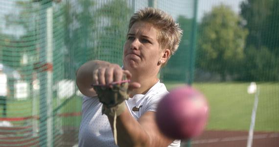 Rekordzistka i mistrzyni globu Anita Włodarczyk rzuciła młotem 79,59 m i została w Lublinie mistrzynią Polski. To najlepszy tegoroczny wynik na świecie. Zawodniczka Skry Warszawa z tygodnia na tydzień osiąga coraz dalsze odległości.
