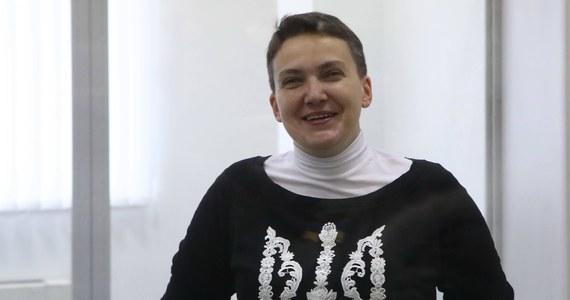 W jej obronie milczą także polscy politycy, w tym Marek Kuchciński, Małgorzata Gosiewska i Marcin Święcicki, którzy lansowali się na przyjaźni z nią. Biskup Tadeusz Pieronek też nie biega po studiach telewizyjnych, aby obronić uwięzionej. No cóż, po raz kolejny polityczne geszefty z Petro Poroszenką i ukraińskimi oligarchami stały ważniejsze od praw człowieka.