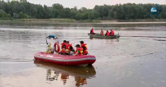 Fundacja Animal Rescue Polska od dwóch tygodni poszukuje pytona tygrysiego, którego wylinkę znaleziono w okolicach Konstancina-Jeziorny. Obecnie gada wypatrują z drona, bo wysoki stan Wisły uniemożliwia poszukiwania z poziomu rzeki.