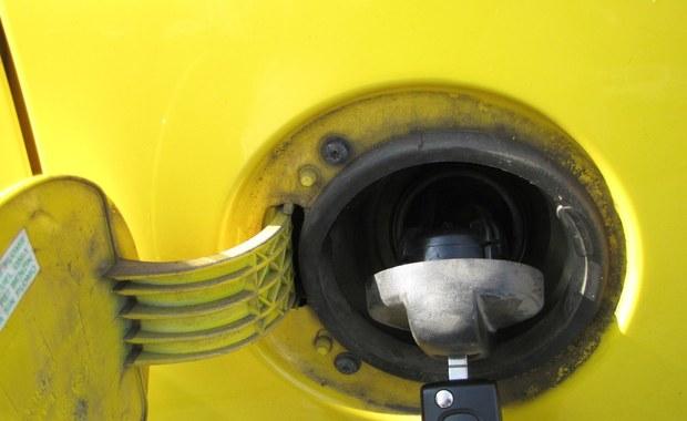 Na półmetku wakacji kierowcy muszą pilnować portfeli: ceny paliw znowu idą w górę.