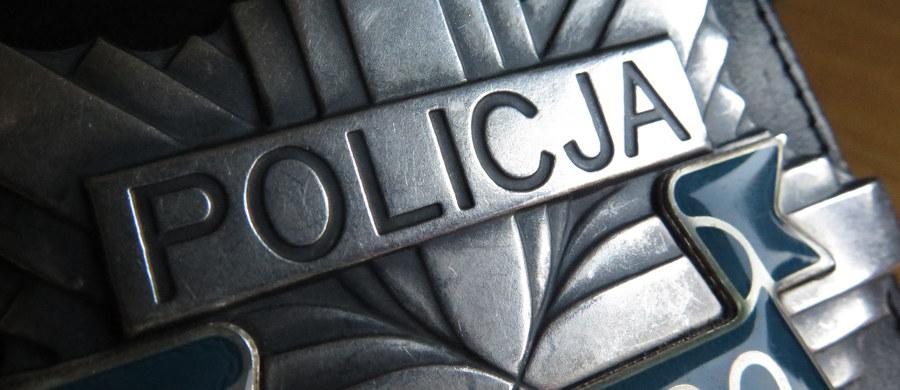 Olsztyńska prokuratura wyjaśnia okoliczności śmiertelnego postrzelenia mężczyzny w trakcie sobotniej interwencji policji na Zatorzu. Śledztwo jest prowadzone ws. podejrzenia przekroczenia uprawnień lub niedopełnienia obowiązków przez jednego z funkcjonariuszy.