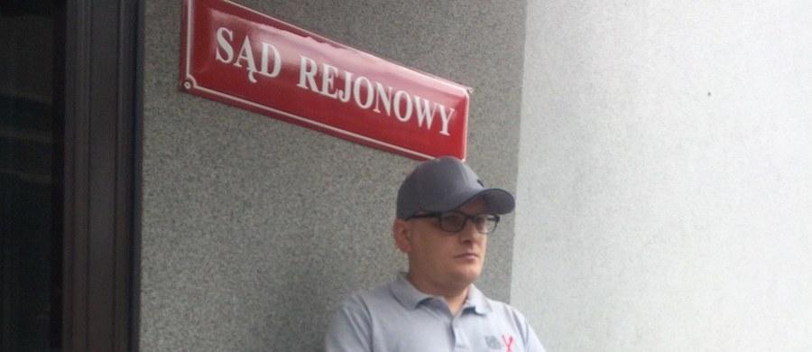 """Akt zgonu, wystawiony omyłkowo przez Urząd Stanu Cywilnego na nazwisko żyjącego 42-letniego mężczyzny, został unieważniony przez Sąd Rejonowy w Sosnowcu. Mężczyzna uznany wcześniej za zmarłego """"wróci do żywych"""" za 21 dni - wtedy uprawomocni się postanowienie sądu."""