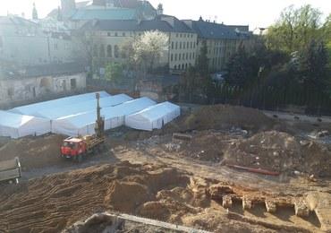 Kraków: Ciąg dalszy kontrowersji wokół budowy na Stradomskiej. Archeolodzy pracowali bez zezwoleń