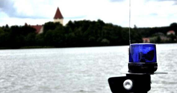 Strażacy szukają dwóch nastolatków, którzy nie wypłynęli z jeziora Wąsosz, koło Nakła nad Notecią w Kujawsko-Pomorskiem. Chłopcy w wieku 16 i 17 lat pływali na rowerze wodnym w towarzystwie trzeciego nastolatka.