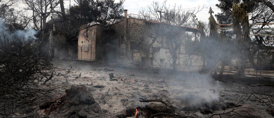 W nadmorskim kurorcie Mati w Grecji znaleziono 26 ciał, prawdopodobnie rodzin, które próbowały uciec z płonącego budynku do morza. Odnalezione osoby – jak relacjonują ratownicy - miały być skulone wokół siebie.