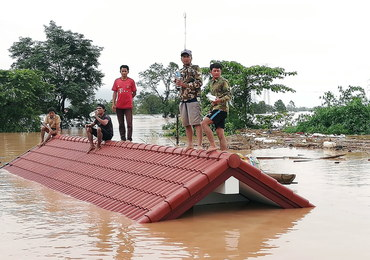 Laos: Akcja ratunkowa po zawaleniu się tamy. Zaginęły setki osób