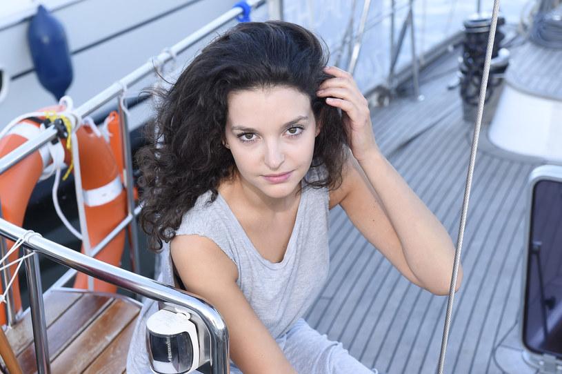 """Powstaje film o legendarnej aktorce Kalinie Jędrusik. W artystkę wcieli się 27-letnia Maria Dębska, znana z ról w filmach """"Cicha noc"""" i """"Demon"""" oraz serialach """"Wojenne dziewczyny"""" i """"W rytmie serca""""."""