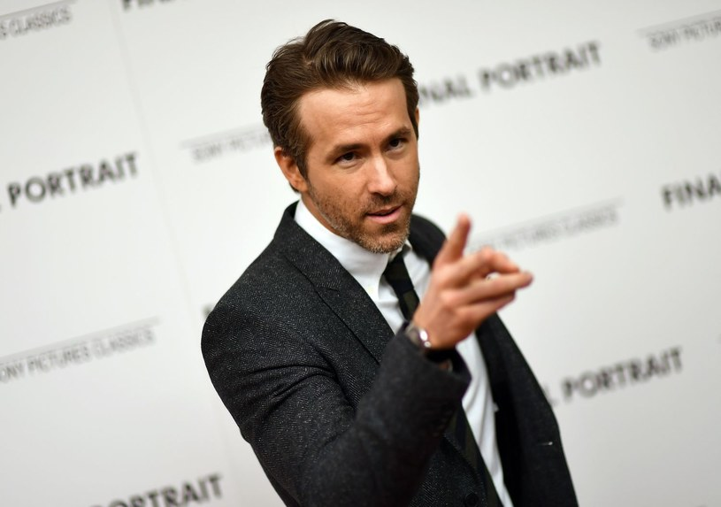 Słynny aktor znalazł nietypowy, jak na hollywoodzką gwiazdę, sposób na inwestowanie pieniędzy. Ryan Reynolds wraz ze swoim kolegą, aktorem Robem McElhenneyem, czyni starania, by kupić klub piłkarski.