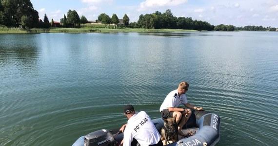Tragiczny finał poszukiwań dwóch nastolatków, którzy w poniedziałek zaginęli na jeziorze w Wąsoszu k. Nakła nad Notecią w woj. kujawsko-pomorskim. Strażacy odnaleźli i wydobyli ciała 15- i 16-latka.