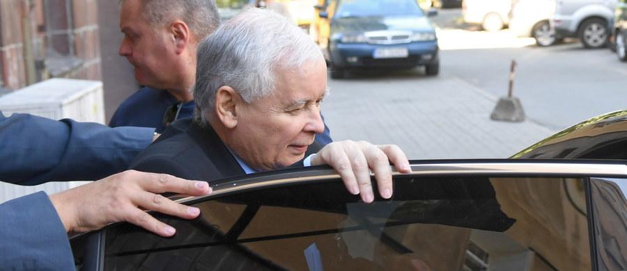 W sprawie braku poparcia prezydenckiego wniosku o referendum zdecydował termin, który został uznany za trudny i w jego konsekwencji mogłoby w nim wziąć udział niewielu obywateli, co byłoby wykorzystane przeciwko prezydentowi - podkreślił w TVP prezes PiS Jarosław Kaczyński. W środę Senat nie poparł wniosku prezydenta Andrzeja Dudy o przeprowadzenie referendum konsultacyjnego ws. zmian w konstytucji.