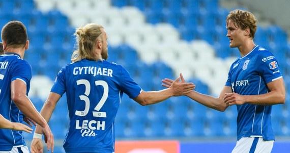 Piłkarze Lecha Poznań zremisowali z białoruskim Szachtiorem Soligorsk 1:1 w pierwszym meczu 2. rundy eliminacyjnej Ligi Europejskiej. Cenny wyjazdowy remis zapewnił poznańskiej ekipie gol z 89. minuty spotkania: na listę strzelców wpisał się wówczas debiutujący w Lechu Portugalczyk Joao Amaral, który dopiero w sobotę podpisał z poznańskim klubem kontrakt, a z nowym zespołem trenował zaledwie dwa razy. Asystę natomiast zaliczył przy tym trafieniu jego rodak i kolejny nowy piłkarz Lecha - Pedro Tiba. Rewanżowe spotkanie rozegrane zostanie 2 sierpnia w Poznaniu.