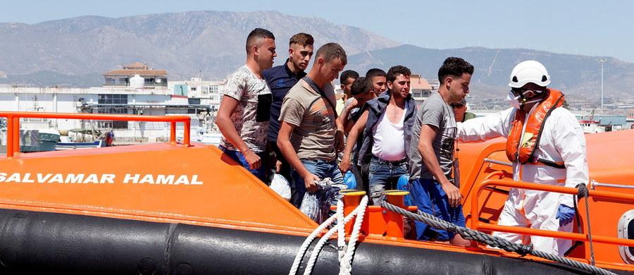Ponad 1 200 nielegalnych migrantów przybyło morzem do południowej Hiszpanii z Maroka od piątku do soboty rano. Piątek, kiedy łodziami do brzegów Andaluzji dotarło 1000 Afrykańczyków, był rekordowym dniem pod względem napływu migrantów drogą wodną.