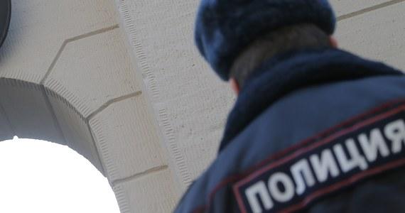 Policja w Moskwie zatrzymała mężczyznę, który zaatakował policjanta przed budynkiem ambasady Słowacji i zadał mu kilka ciosów nożem - poinformowały służby prasowe MSW w stolicy Rosji. Stan policjanta określany jest jako średnio ciężki.