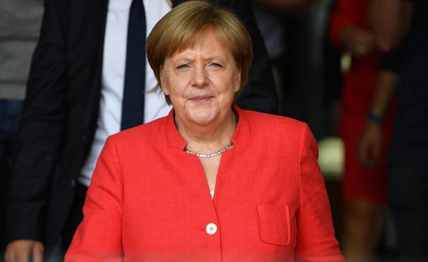 Poparcie niemieckich wyborców dla chadeckiego bloku CDU/CSU kanclerz Angeli Merkel spadło do nienotowanego od 2006 roku poziomu 29 proc, tak wynika z opublikowanych w niedzielę wyników sondażu instytutu badania opinii publicznej Emnid.