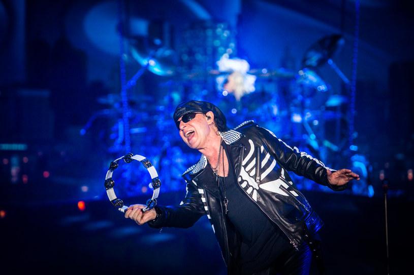"""W niedzielę (29 lipca)w Atlas Arenie w Łodzi po raz kolejny w Polsce zagrała grupa Scorpions. Hardrockowi weterani zadedykowali balladę """"Send Me an Angel"""" zmarłej dzień wcześniej Korze."""