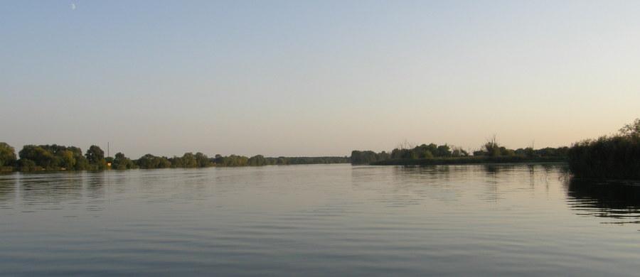 Na dzisiaj zaplanowano sekcję zwłok 16-letniego kolonisty, który najprawdopodobniej utonął w niedzielę na strzeżonym kąpielisku w jeziorze Orzysz. Jego ciało znaleziono przy drabince umożliwiającej wejście na pomost. Woda ma tam głębokość około dwóch metrów.