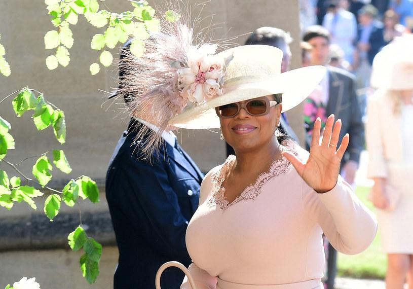 Miliarderka, filantropka, kobieta sukcesu - Oprah Winfrey jest dla Amerykanów od pokoleń przemawiającym z ekranu telewizora wzorem do naśladowania. Tym razem ikona telewizji uczy, jak znaleźć szczęście w drobnych przyjemnościach.
