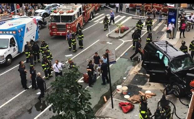 Co najmniej cztery osoby zostały ranne w wypadku na Manhattanie, gdzie auto zjechało z ulicy na chodnik i rozbiło się w ścianę budynku. Ranni zostali przetransportowani do szpitala. Na Szóstej Ulicy, na której doszło do wypadku wstrzymano ruch.