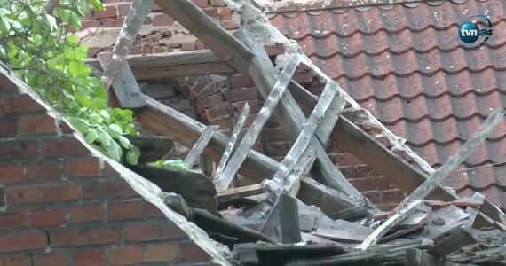 W centrum Zielonej Góry zawalił się dach kamienicy, a jego elementy runęły na teren znajdującego się obok ogródka restauracji. Poszkodowana została jedna osoba. We wtorek przed południem zostały przeprowadzone oględziny miejsca zdarzenia.