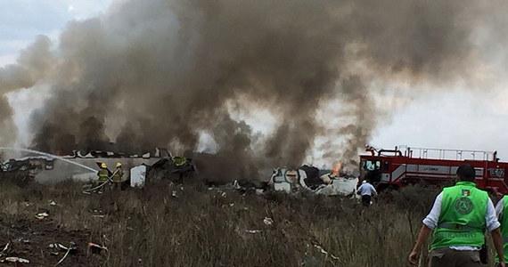 Samolot meksykańskich linii Aeromexico rozbił się we wtorek tuż po starcie z międzynarodowego lotniska Guadalupe Victoria w pobliżu miasta Durango na północy Meksyku. Jak poinformowały władze, nikt nie zginął, ale jest wielu rannych.