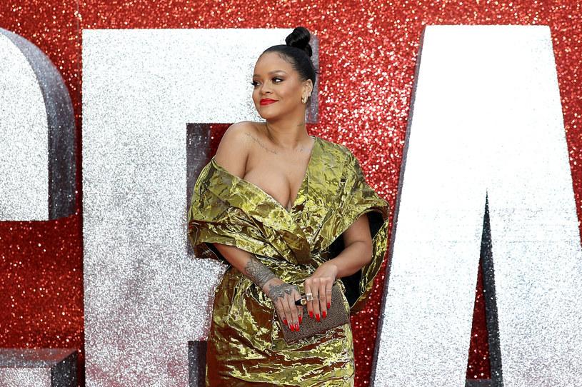 """Zdjęcie Rihanny zdobi okładkę wrześniowego wydania brytyjskiego """"Vogue'a"""". Barbadoska wokalistka jest pierwszą ciemnoskórą kobietą, której się to udało."""