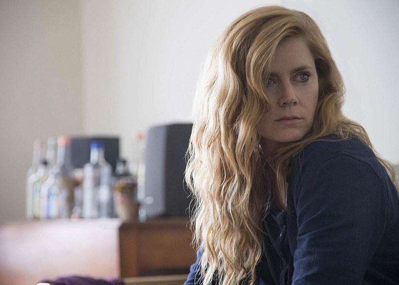 """""""Rola Camille zabrała mnie kilkakrotnie na skraj przepaści"""" - mówi o swej roli w serialu """"Ostre przedmioty"""" Amy Adams. Hollywoodzka gwiazda opowiedziała o pracy na planie produkcji HBO."""