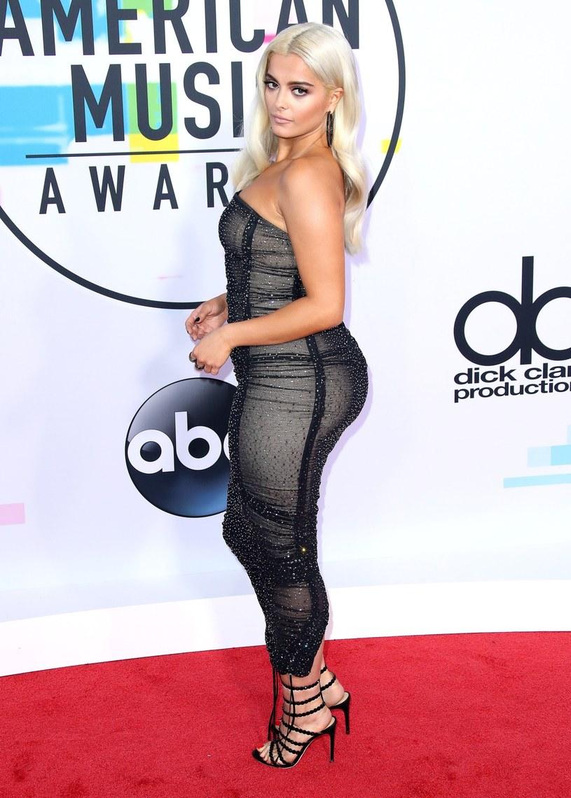 """Bebe Rexha wraz zespołem Florida Georgia Line przez 35 tygodni utrzymują się na pierwszym miejscu listy najpopularniejszych utworów country w Stanach Zjednoczonych z piosenką """"Meant To Be"""". Tym samym ustanowili nowy rekord zestawienia."""