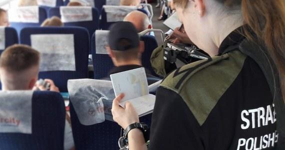 29-letniego Turka, który zamknięty w toalecie pociągu relacji Kijów-Przemyśl chciał wjechać na teren Unii Europejskiej, zatrzymała Straż Graniczna. Mężczyzna nie miał wizy. Został odesłany na Ukrainę. Później próbował pieszo przekroczyć tzw. zieloną granicę.