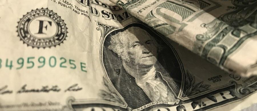 Senat USA przyjął w środę ustawę o budżecie obronnym USA wartym 761 mld dol. W ubiegłym tygodniu zaaprobowała ją Izba Reprezentantów. Ustawa zawiera także listę uwarunkowań dotyczących decyzji o rozmieszczeniu na stałe grupy bojowej wojsk USA w Polsce.