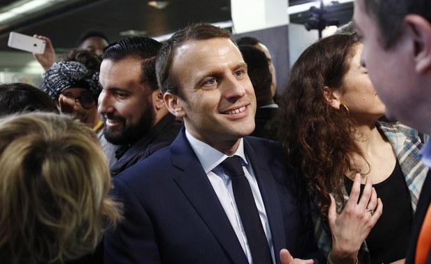 """Coraz większych rozmiarów nabiera afera z bronią we Francji. Odkryła ją policja w paryskiej siedzibie partii prezydenta Emmanuela Macrona """"Naprzód Republiko!"""". Francuskie media ujawniają, że wszystkie znajdujące się tam pistolety przechowywane były nielegalnie"""