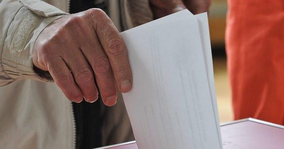 RODO w żadnym zakresie nie zmienia zasad związanych ze zbieraniem podpisów wyborców popierających utworzenie komitetu wyborczego. Identyczne zasady obowiązywały w tym zakresie przed rozpoczęciem obowiązywania RODO - poinformowało Ministerstwo Cyfryzacji.