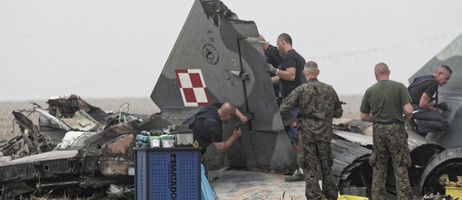 Usterka techniczna była przyczyną lipcowej katastrofy wojskowego samolotu MiG 29 koło Pasłęka w Warmińsko-Mazurskiem - dowiedzieli się reporterzy śledczy RMF FM. Taka jest pierwszoplanowa wersja przyjęta w śledztwie. Samolot myśliwski spadł na pole. Mimo próby katapultowania, zginął doświadczony pilot.