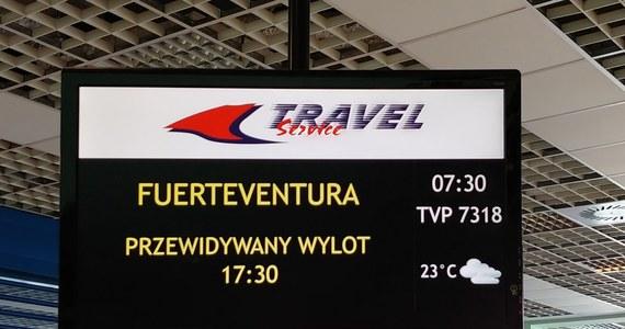 """Prawie 200 turystów od wielu godzin czeka na lotnisku w Pyrzowicach w Śląskiem na lot na Fuertaventurę. """"Pasażerami nikt się nie interesuje. Dużo ludzi jest z małymi dziećmi"""" - taki sygnał otrzymaliśmy na Gorącą Linię RMF FM."""