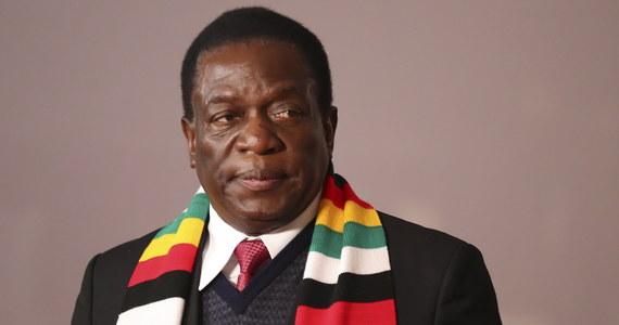 Emmerson Mnangagwa otrzymał 50,8 proc. głosów, a jego przeciwnik, lider opozycji Nelson Chamisa 44,3 proc. - podał Reuters. Opozycja odrzuca wynik wyborów twierdząc, że nie była w stanie zweryfikować wyników. W starciach opozycji z wojskiem zginęło sześć osób.