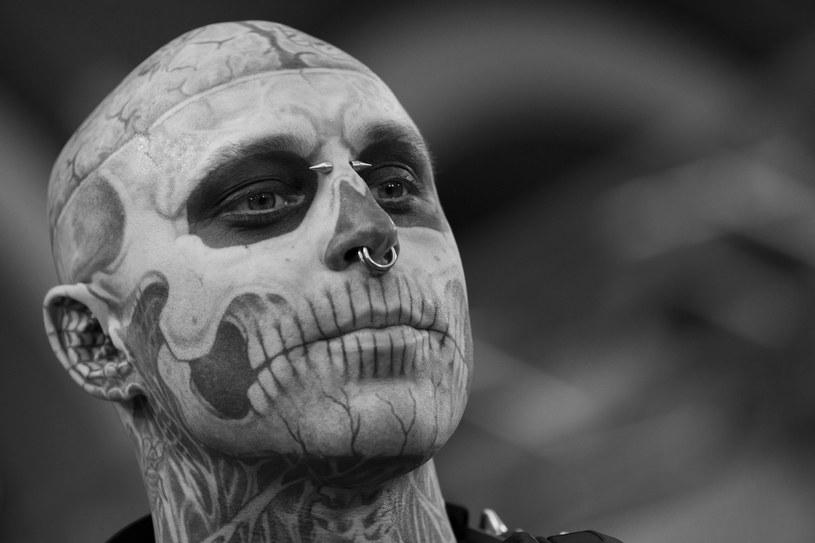 """Znany z teledysków Lady Gagi (""""Born This Way"""") i Honoraty Skarbek (""""Sabotaż"""") model Zombie Boy zmarł w wieku 32 lat. Popularny artysta popełnił samobójstwo sześć dni przed swoimi urodzinami."""