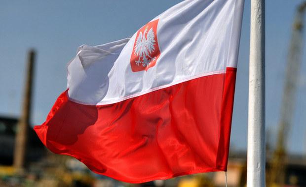 Łódź żaglowa, na której Mateusz Kusznierewicz miał razem z załogą opłynąć świat w ramach obchodów 100-lecia Niepodległości, opuściła francuski port w Nicei, dowiedział się reporter RMF FM.