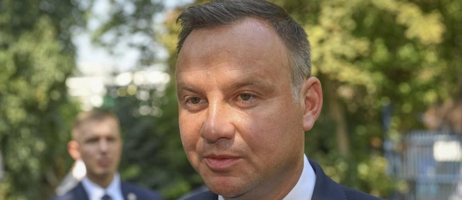 Prezydent nie poleci rządowym samolotem do Australii i Nowej Zelandii. Jak dowiedział się reporter RMF FM - Andrzej Duda na Antypody wybiera się lotem rejsowym.