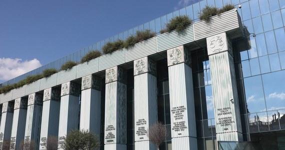 Sędziowie odsyłani teraz w stan spoczynku, do czasu werdyktu Trybunału Sprawiedliwości Unii Europejskiej, będą orzekać. Ich stanowiska w Sądzie Najwyższym nie powinny być zapełniane. Tak w rozmowie z reporterem RMF FM mówi rzecznik SN Michał Laskowski.