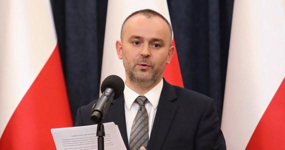 Postanowienie Sądu Najwyższego z czwartku zostało wydane bez podstawy prawnej i nie odpowiada polskiemu prawu; w polskim systemie prawnym nie ma żadnego zawieszenia stosowania przepisów ustawy - powiedział wiceszef Kancelarii Prezydenta Paweł Mucha.