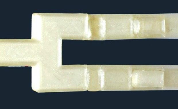 Naukowcy z Uniwersytetu Śląskiego zaprojektowali ustnik, który pomoże w diagnozowaniu chorób dróg oddechowych, m.in. raka płuc i krtani. Wynalazek został już objęty ochroną patentową.