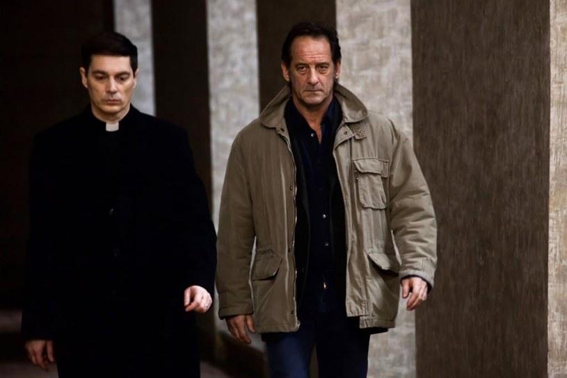 """Cud czy mistyfikacja? W """"Tajemnicy objawienia"""" - nowym filmie wielokrotnie nagradzanego Xaviera Gannoliego - przyjrzymy się reporterskiemu śledztwu na zlecenie Watykanu."""