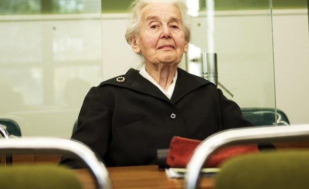 Pobyt 89-letniej Ursuli Haverbeck w więzieniu w ramach kary za negowanie Holokaustu nie narusza jej prawa do wolności przekonań - ogłosił w piątek niemiecki Federalny Trybunał Konstytucyjny, oddalając złożoną przez kobietę skargę.